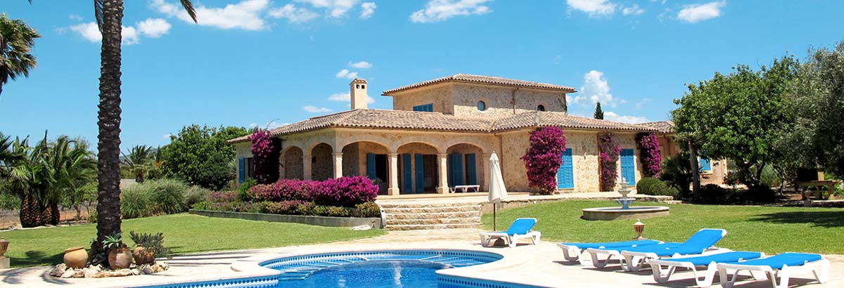 Holiday homes and cottages with pool